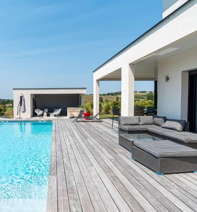 Terrase et sa piscine - Grand construction