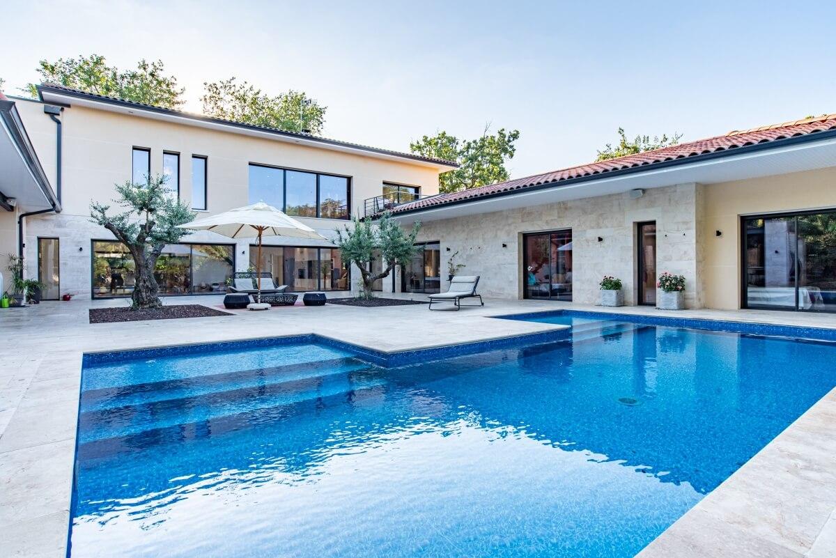 Villa contemporaine - piscine extérieur