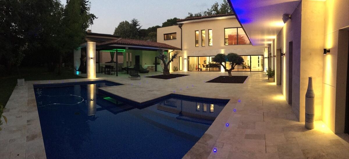 Villa contemporaine - piscine extérieur nuit