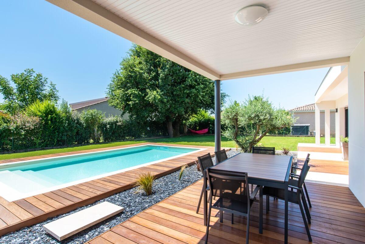 Maison contemporaine toulouse - terrasse couverte et extérieur
